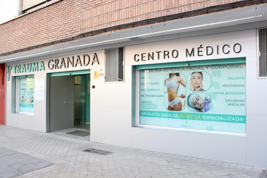 exterior del centro de fisioterapia y estética de Granada Trauma Granada